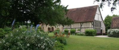Prieuré Saint-Michel - Attraction touristique - Crouttes