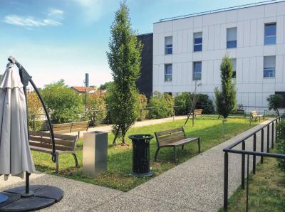 Adef Résidences La Maison du Tulipier - Maison de retraite privée - Vénissieux