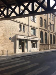 L'heure Industrielle - Fabrication de matériel électrique et électronique - Paris
