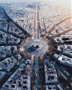 Jacques De Carne Immobilier - Agence immobilière - Paris