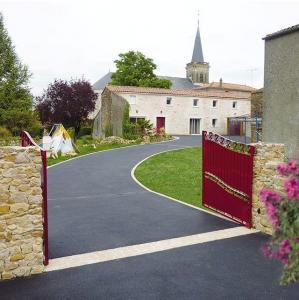Daniel Moquet signe vos allées Ent- JPJ Amenagement franchisé - Aménagement et entretien de parcs et jardins - Courlaoux