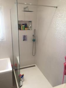 Alpha Plomberie - Vente et installation de salles de bain - Marseille