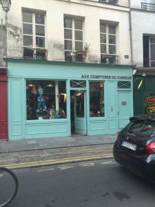 Aux Comptoirs Du Chineur Aux Comptoirs Du Chi - Brocante - Paris