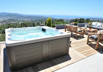 Azur Piscine & Spa, distributeur Piscines Dugain - Construction et entretien de piscines - Soyaux