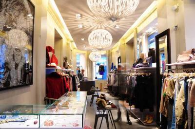 Abou D'abi Bazar - Vêtements femme - Paris