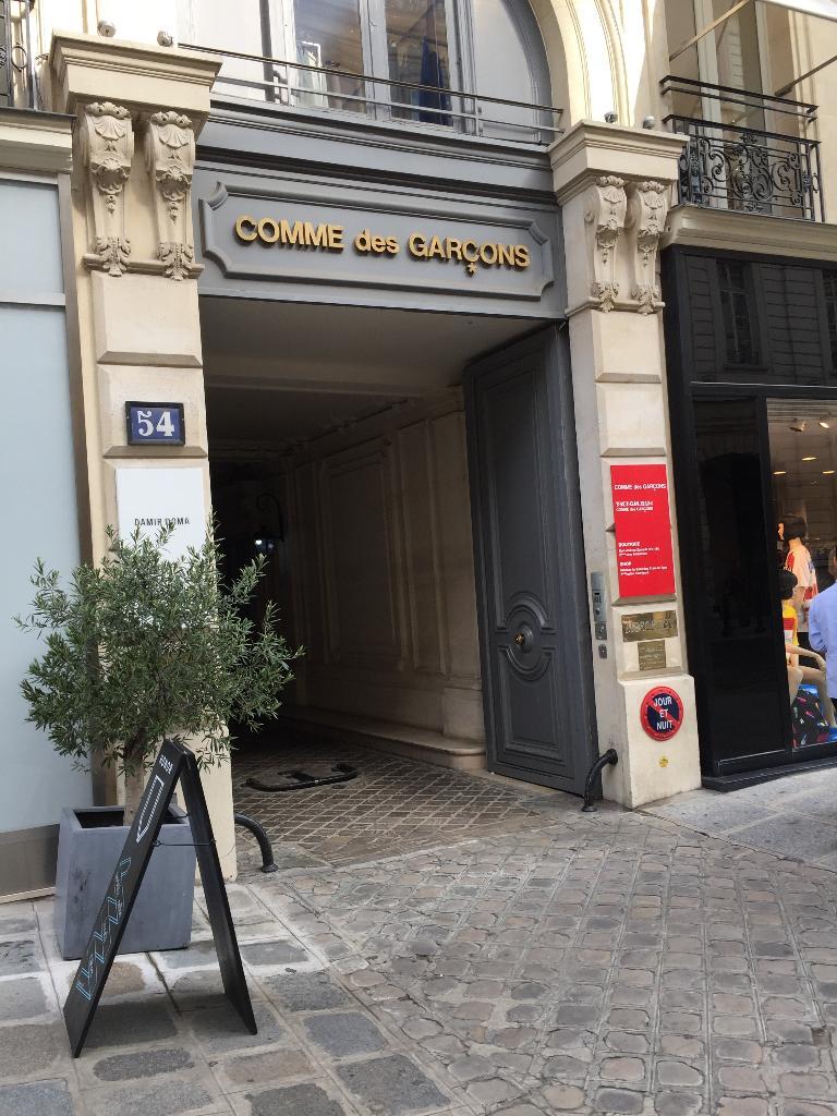 Comme Des Garçons Paris - Magasins de vêtement (adresse)