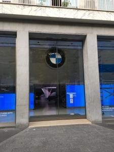Concept Store BMW George V - Concessionnaire automobile - Paris