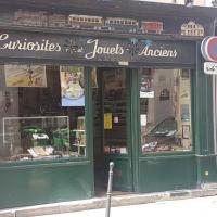 Curiosités et Jouets Anciens - PARIS