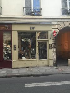 Ew - Brocante - Paris
