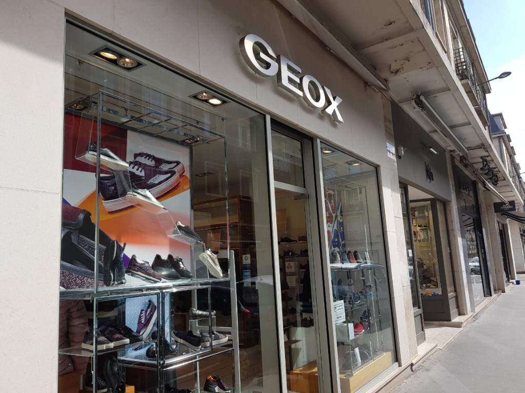 Geox ferme 80 magasins