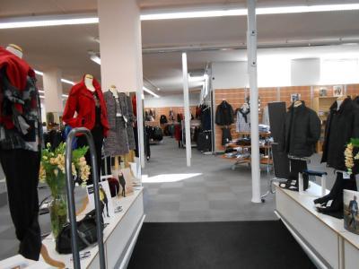 Hall De Vente Denis Papin SAS - Vêtements femme - Calais
