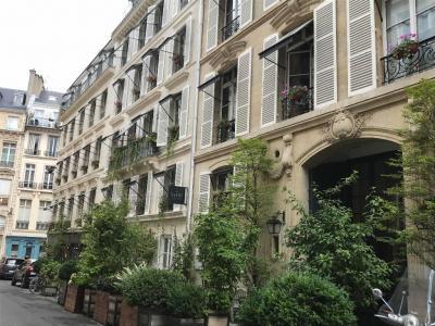 Hôtel Le Saint - Hôtel - Paris