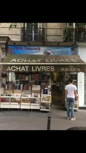 La Decouverte - Bouquiniste - Paris