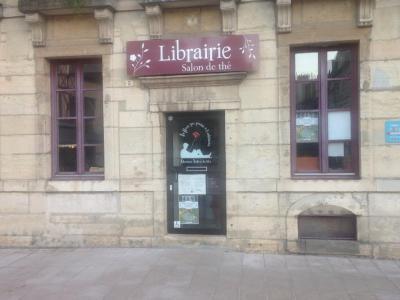 La Fleur Qui Pousse A L'Intérieur - Librairie - Dijon