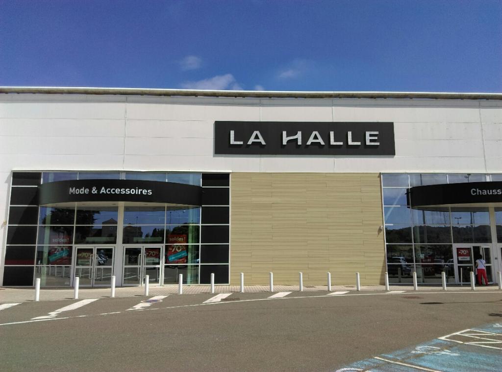 La Halle Mode et Accessoires Orgeval Magasins de vêtement