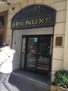 Laboratoire Nuxe - Fabrication de parfums et cosmétiques - Paris