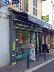 Larrieu Père Et Fils - Boulangerie pâtisserie - Aire-sur-l'Adour