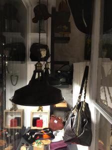 Les Tentations D'Eva - Achat et vente d'objets d'art et de collection - Vincennes