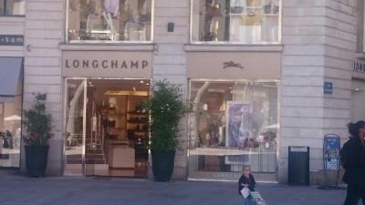 Longchamp - Maroquinerie, 7 pl Royale, 44000 Nantes - Adresse, Horaire