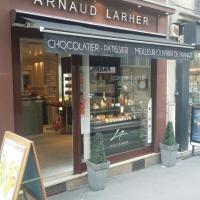 M. Larher Arnaud - PARIS