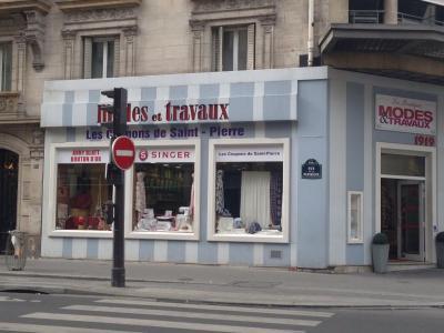 Singer - Machines à coudre et à tricoter - Paris