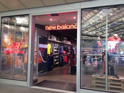New Balance - Chaussures, centre cial Forum des Halles, 75001 ...