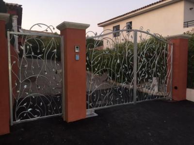 Omega - Portes et portails - Fréjus