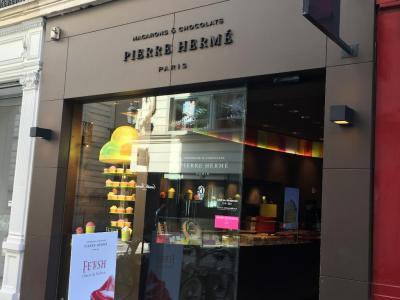 Pierre Herme - Pâtisserie - Paris