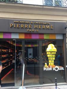 Pierre Hermé Paris - Pâtisserie - Paris