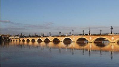 Pont de Pierre - Attraction touristique - Bordeaux