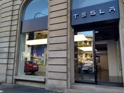 Tesla - Concessionnaire automobile - Paris