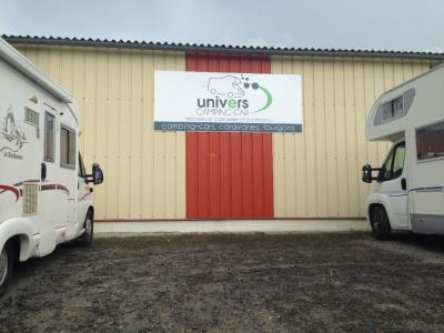Univers Camping Car Frcc SARL - Vente de camping-cars, caravanes et mobile homes - Avranches