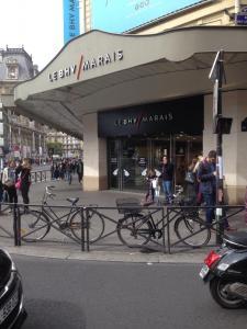 Urban Outfitters BHV le Marais - Vêtements homme - Paris