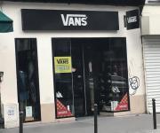 VANS Paris - Magasins de vêtement (adresse, avis)